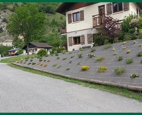 Toile de paillage et plantation par Destaing Paysagiste à Aime